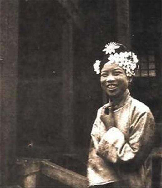 清朝后宫妃嫔的真实照片高清图片