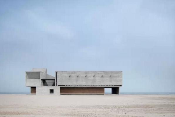 世界上最孤独的图书馆:看书看海能冥想