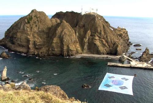 /超大型韩国国旗现身韩日争议岛屿将申世界纪录